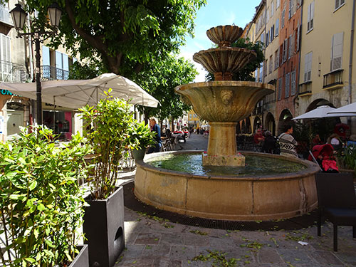 Restaurants an der Place aux Aires, Grasse